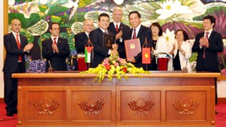 Việt nam và Palestine ký hiệp định tránh đánh thuế hai lần